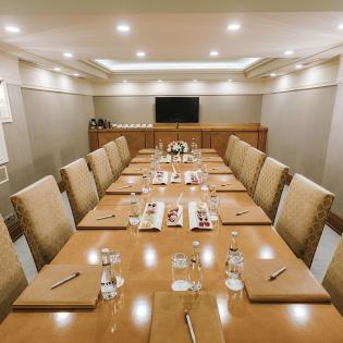 قاعة اجتماعات مجلس الإدارة